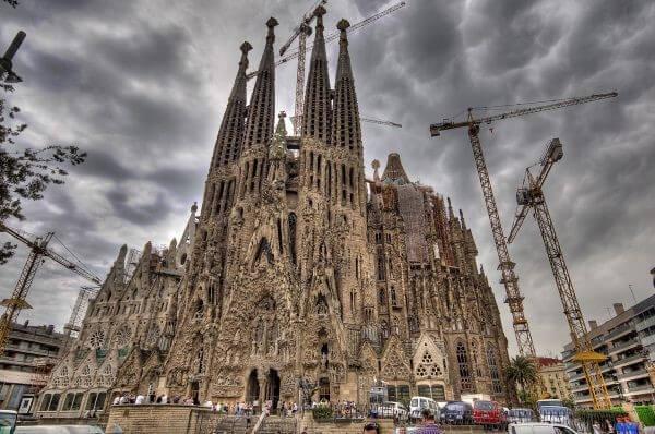 En etkileyici 20 mimari yapı| sagra de familia-i̇spanya mim