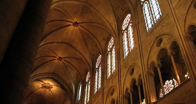 Fransa Notre Dame Katedrali'nin kaburgalı tonozları