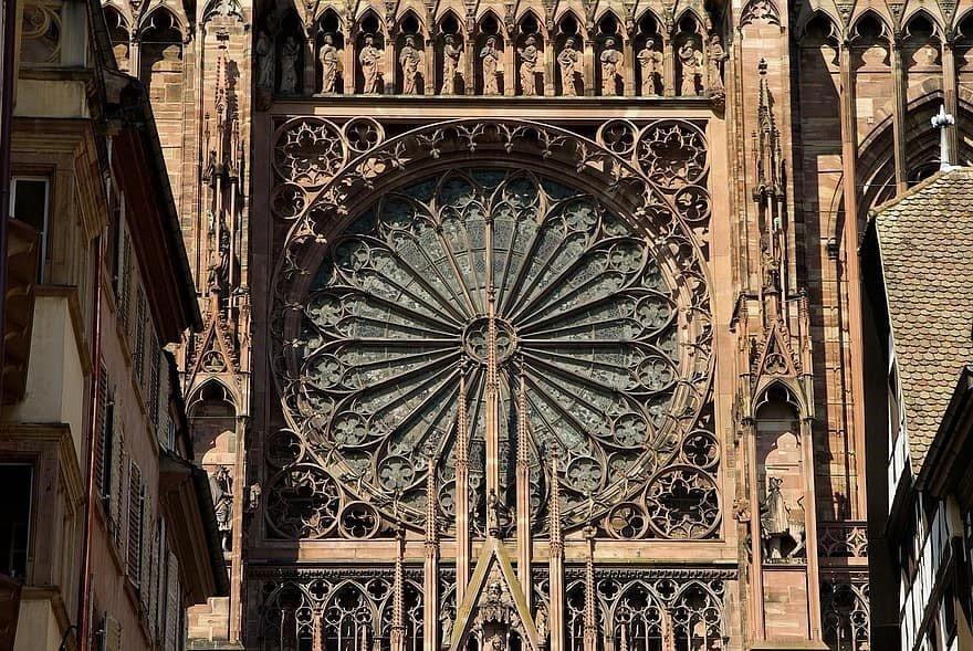 Fransa Strasbourg Katedrali'nde bulunan gül pencere
